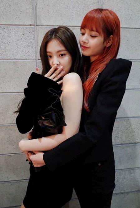 Jennie dan Lisa