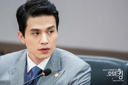 Foto Lee Dong-wook dalam Hotel King