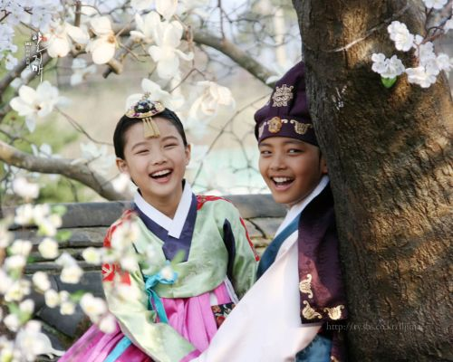 Kim Yoo Jung dalam Moon Embracing the Sun